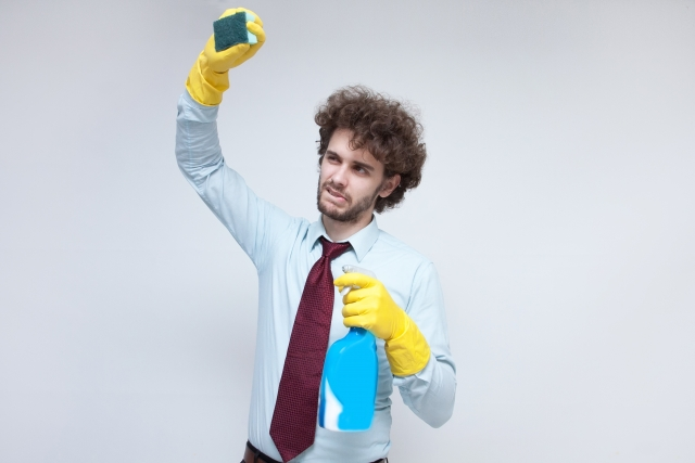 自力で掃除をする人