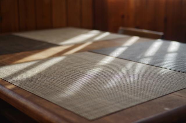 古いダイニングテーブル